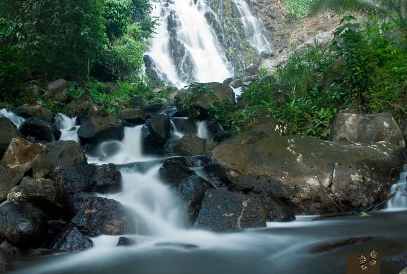 Mimbalot Falls, up close and closer..